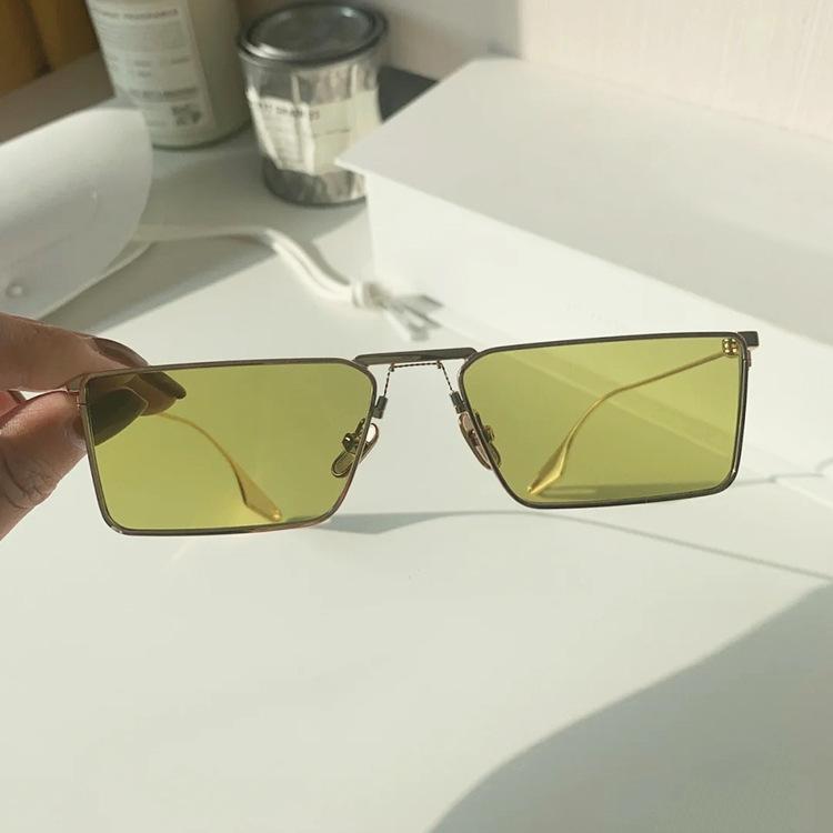 緑カラー小さいサングラス有名人メタルフレーム